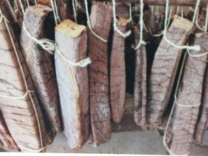 bottarga di tonno come si fa: eccola ad essiccare