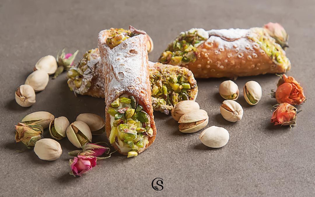 Cannoli siciliani alla ricotta: il segreto della crema