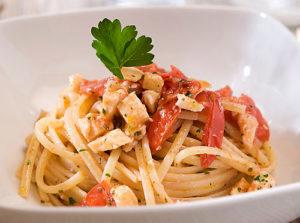 spaghetti-con-filetti di pesce spada e pomodorini pachino igp campisi
