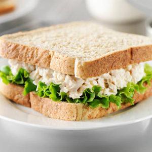 sandwich con filetti di sgombro sott'olio